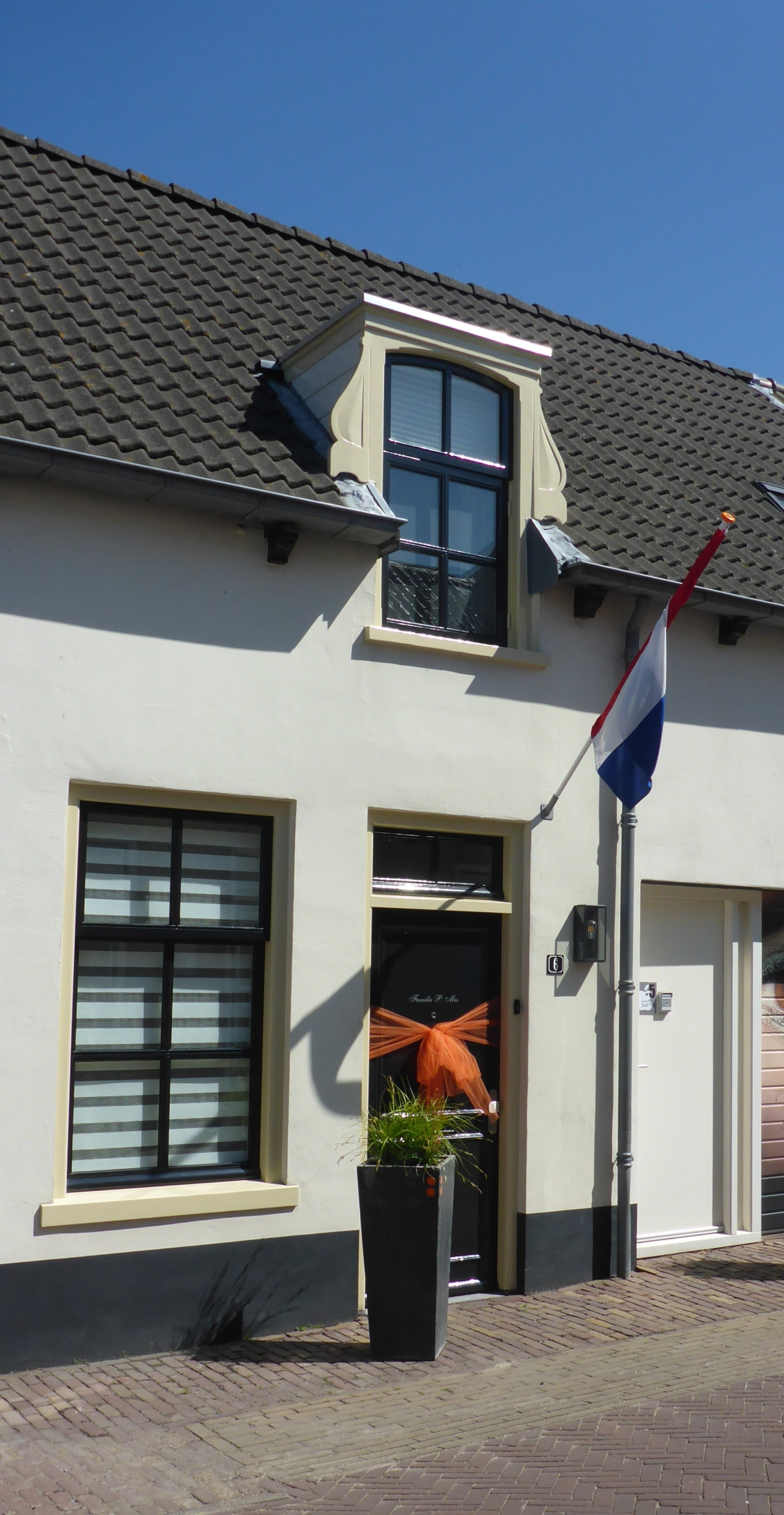 Oud-Alblas house decorated for Liberation Day