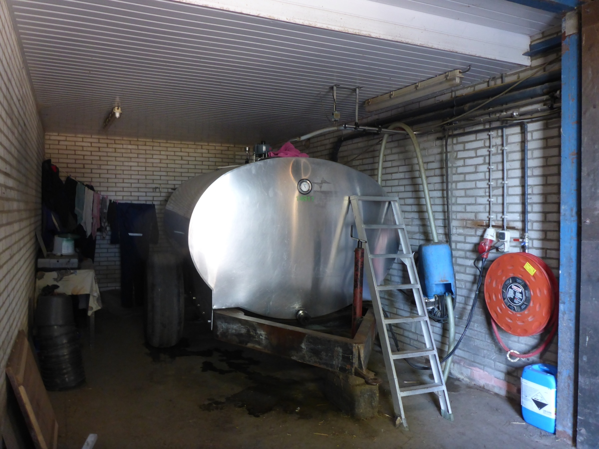 Bulk tank for milk storage and transport
