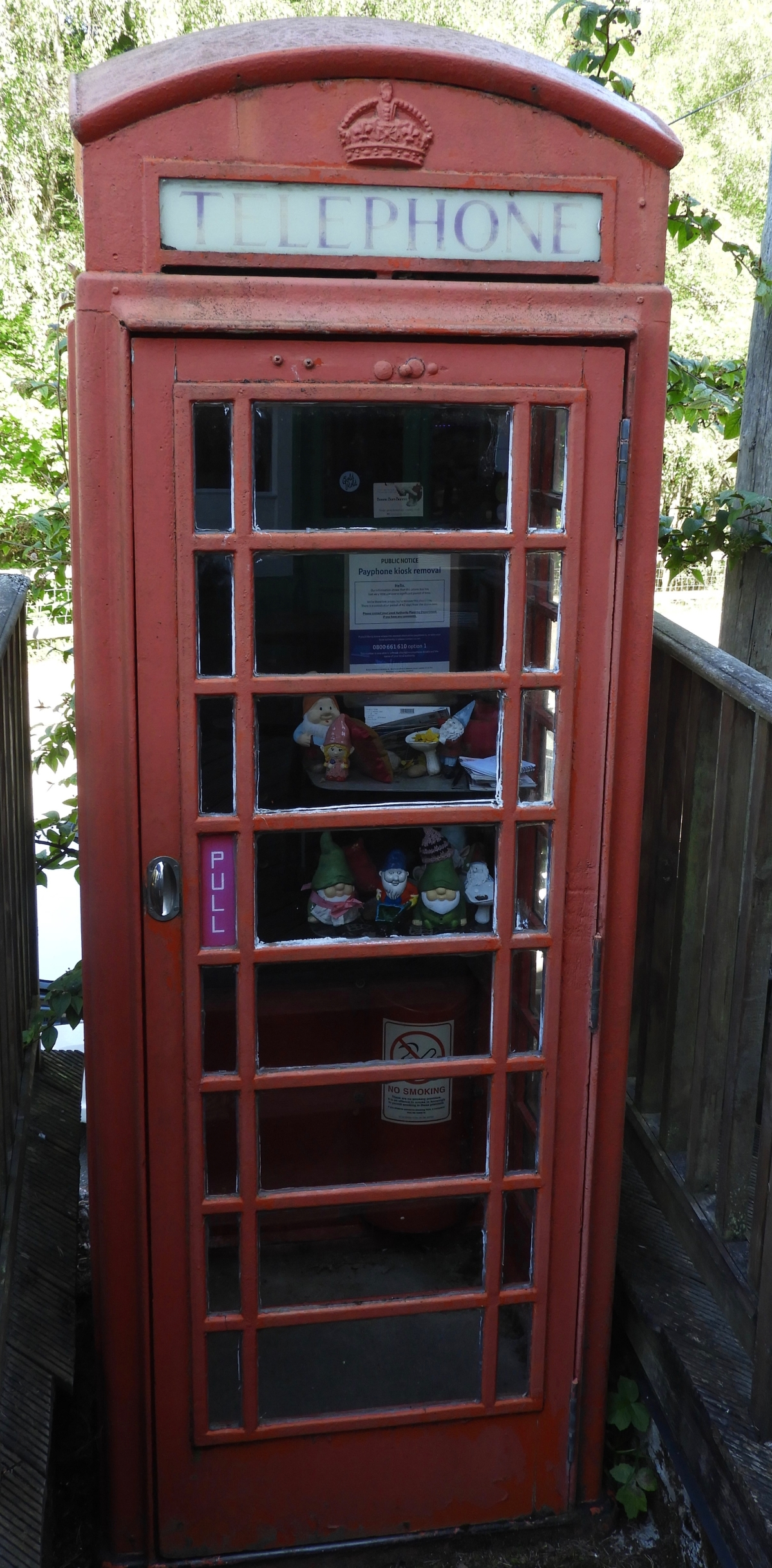 Foyers Telephone booth