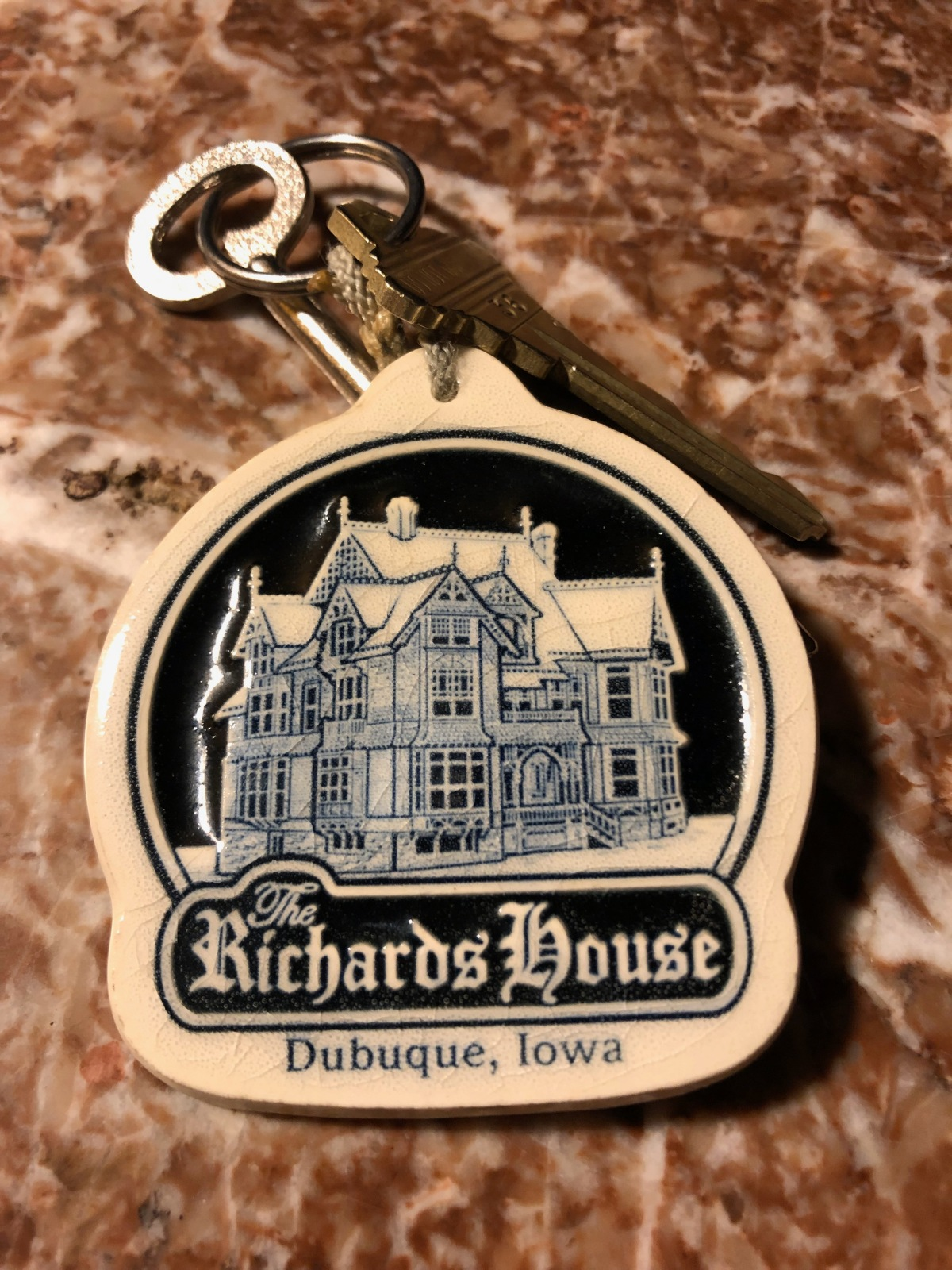 Better to picture the key chain of the outside than the actual photo.